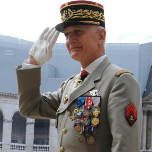"""Général Bruno Dary : « La décision du chef de l'État a été de se déplacer pendant une semaine sur tous les champs de bataille » """"Cela ne s'est jamais fait"""" 9d33a815cd2320cf4d00c98865c313b5?s=300&d=mm&r=g"""